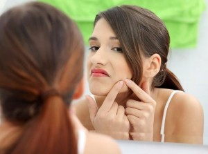 How to remove pimples naturally?